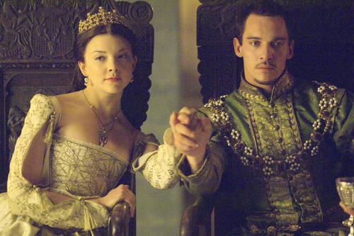 Jonathan Rhys Meyers y Natalie Dormer (Rey Enrique VIII y Ana Bolena en la serie 'Los Tudor')