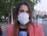 Andrea Sanchis, reportera de Telecinco, responde a los manifestantes que la tocan e insultan