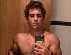 Miguel Herrán se desnuda frente al espejo en su foto más sensual