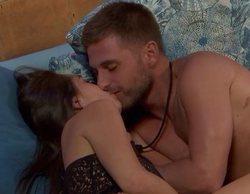 Tom Brusse se besa con Sandra en 'La isla de las tentaciones 2'