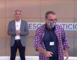 Un regidor se cuela por sorpresa en los informativos de À punt en pleno directo