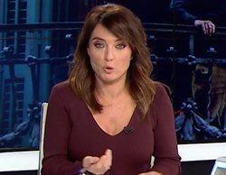 Helena Resano pierde un pinganillo en directo en 'laSexta noticias' tras dar un susto con la silla