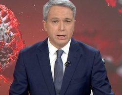"""El lapsus de Vicente Vallés que sorprendió a los espectadores: ¿Dijo """"no se quiere bajar la guarra""""?"""