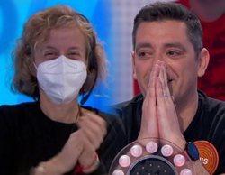 """Las lágrimas de Luis, concursante de 'Pasapalabra', en la despedida de la regidora del programa: """"Es un amor"""""""