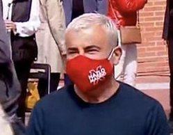 Jorge Javier Vázquez, sentado junto a Gabilondo en el mitin del PSOE en Vallecas