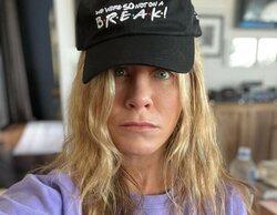 Jennifer Aniston presenta la primera colección de ropa y merchandising de 'Friends'