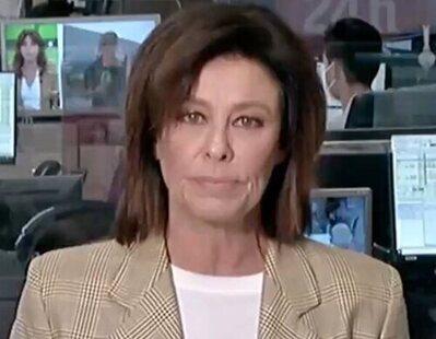 Beatriz Pérez-Aranda realiza varios aspavientos a cámara mientras cree que no la graban