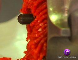 El PSOE denuncia el tratamiento de la noticia de un descuartizamiento ilustrado con carne picada en Castilla-La Mancha TV