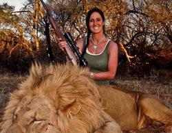 Exigen la cancelación del programa 'Winchester Deadly Passion' tras presumir su presentadora de cazar un león