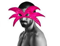 """Rubén Cortada, protagonista de la campaña de Divinity """"¿Quién dice que el rosa es un color de chicas?"""""""
