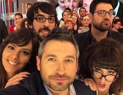 """Los rostros televisivos se unen a la moda de los """"selfies"""" tras la famosa autofotografía de los Oscar"""