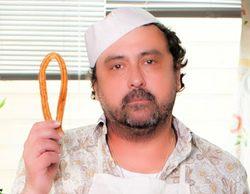 Tino (Paco Tous) tendrá un trabajo fijo en una chocolatería en la tercera temporada de 'Con el culo al aire'