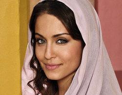 Hiba Abouk huye de la prensa durante una presentación por la que se embolsó 6.000 euros