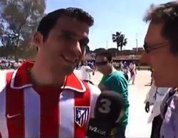 Seguidores madridistas increpan a un aficionado del Atlético durante una entrevista de TV3 en la previa de la Copa del Rey