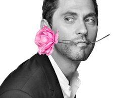 """Paco León se convierte en """"chico Divinity"""" protagonizando la campaña """"¿Quién dice que el rosa es un color de chicas?"""""""