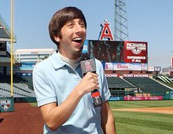 """'The Big Bang Theory' 8x03 Recap: """"The First Pitch Insufficiency"""""""