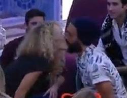 'Gran Hermano 15': Azahara besa a Juanma mientras juegan a la botella