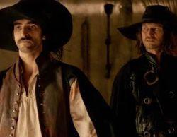 Aitor Luna y Arturo Pérez Reverte critican la iluminación que añadió Telecinco a 'Las aventuras del capitán Alatriste'