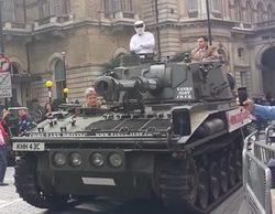Un tanque frente a la BBC en Londres pide la vuelta del conductor de 'Top Gear' Jeremy Clarkson