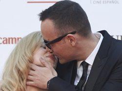 Cambio radical de Risto Mejide tras su fichaje por Atresmedia: El presentador besa a Carla Nieto en el Festival de Málaga