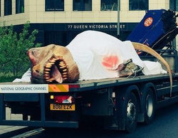National Geographic Channel pasea un T-Rex por las calles de Londres