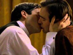 El creador de 'Downton Abbey' defiende sus tramas feministas y homosexuales
