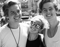 Ashley Tisdale se reúne con los gemelos Sprouse diez años después del inicio de 'Hotel, dulce hotel'