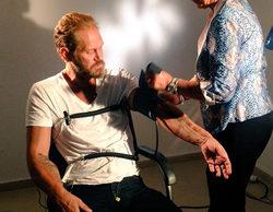 Nacho Vidal enseña su pene torcido a los colaboradores de 'Sálvame Deluxe' en directo