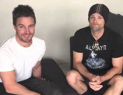 Jared Padalecki ('Supernatural') y Stephen Amell ('Arrow') unidos sin camiseta por una buena causa