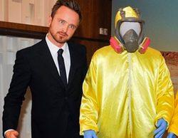 Los protagonistas de 'Breaking Bad' presentan la colección de objetos de la serie que serán exhibidos en un museo en EEUU