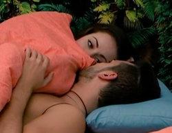Suso acaba en la cama con Niedziela y Danielle tras el acoso y derribo de Sofía en 'GH 16'