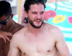 Kit Harington ('Game of Thrones') deja atrás a Jon Nieve en las playas de Río de Janeiro