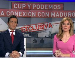 """La reacción de los presentadores de 'Antena 3 noticias 2' a su exclusiva de Podemos y ETA: """"Nos van a dar pero bien"""""""
