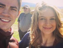 Grant Gustin desvela las primeras imágenes del crossover de 'The Flash' con 'Supergirl'