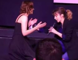 Leticia Dolera se arrodilla ante Aura Garrido y le dedica un emotivo mensaje por su papel en 'El Ministerio del Tiempo'