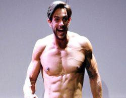 Adrián Pino vuelve a desnudarse en el Louvre