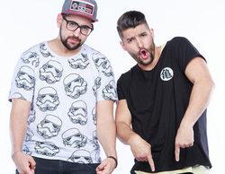 Nabil y Matías, los primos de 'Pekín Express', se bajan los pantalones para celebrar el estreno del programa