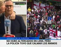 Un hincha besa a un reportero de TVE en pleno directo
