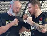 Sir Davos (Liam Cunningham) entrena al límite al estilo UFC para la nueva temporada de 'Juego de tronos'