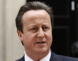 David Cameron se despide de los medios y le pillan tarareando una canción