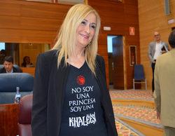Cristina Cifuentes acude al pleno de la Asamblea con una camiseta de 'Juego de tronos'