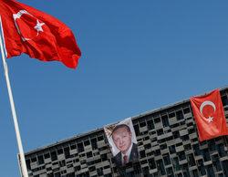 Erdogan continúa con su purga particular: Turquía cierra más de 130 medios de comunicación