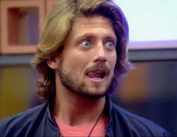 """Adara provoca a Fernando en 'Gran Hermano 17': """"Tu novia está fuera comiéndose cosas que no debe"""""""
