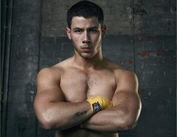 """El cantante y actor Nick Jonas muestra su estado físico en la portada de la revista """"Men's Fitness"""""""