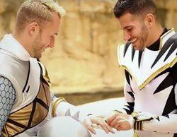Dos jóvenes estadounidenses se comprometen en matrimonio vestidos de Power Rangers