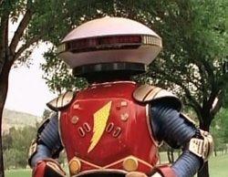 Primera imagen del nuevo Alpha 5, el mítico robot de la serie 'Mighty Morphin Power Rangers'