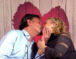 'First Dates': Mª Carmen y Julio se dan un auténtico beso de película al final de su cita
