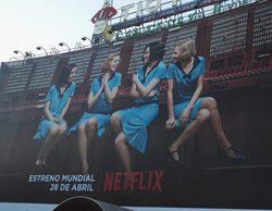 'Las chicas del cable' se apoderan de la Puerta del Sol con un inmenso cartel promocional