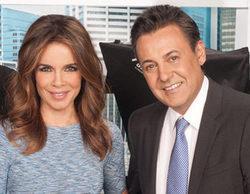 """José Ribagorda """"mata"""" a su compañera Carme Chaparro durante la emisión de 'Informativos Telecinco'"""
