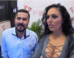 'First Dates': Un fan del reggaeton regala a su cita unas bragas antes de conocerla